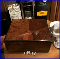 Elie Bleu Humidor, wunderschöner Zustand, Walnussholz, perfekt für 50-75 Zigarren