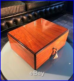 Elie Bleu Humidor, wunderschöner Zustand, perfekt für 75-100Zigarren